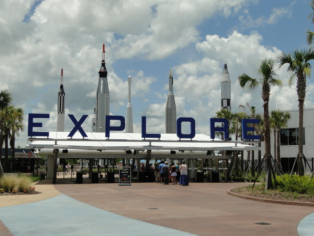 pic of Entrance to Kennedy Space Center