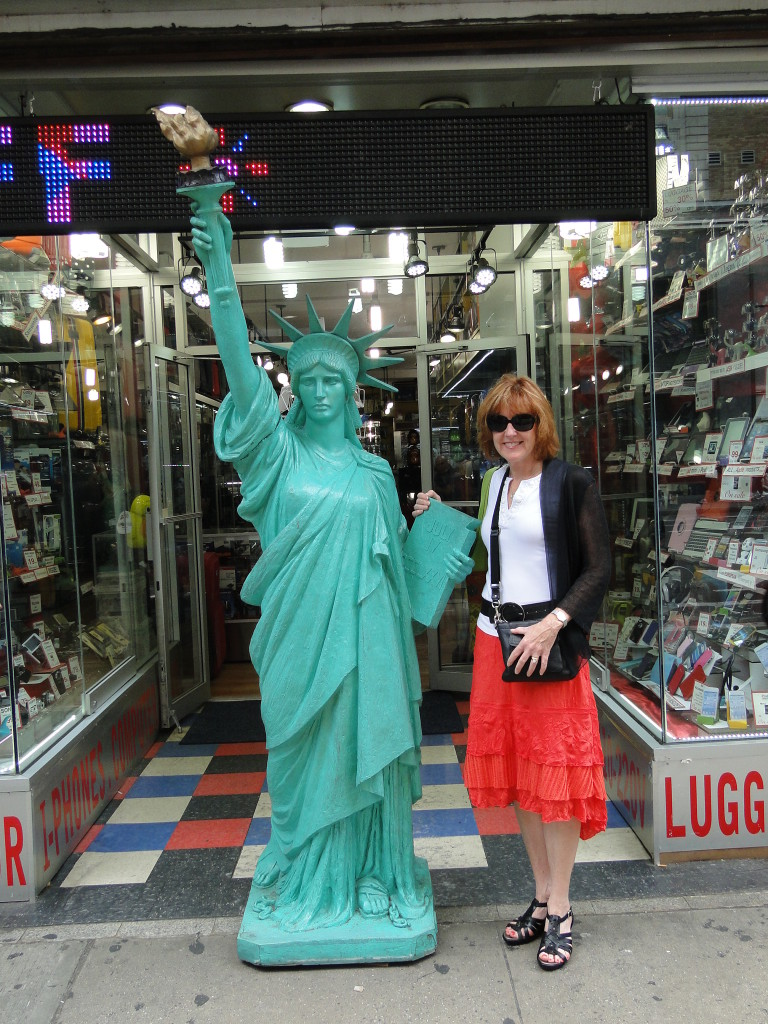 pic of kathy and statue of liberty model